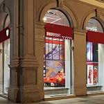 nova loja da ferrari em Milão