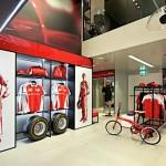 nova loja da ferrari em Milão 4