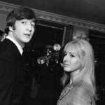 Cynthia Lennon, primeira mulher de John Lennon, morre vítima de câncer