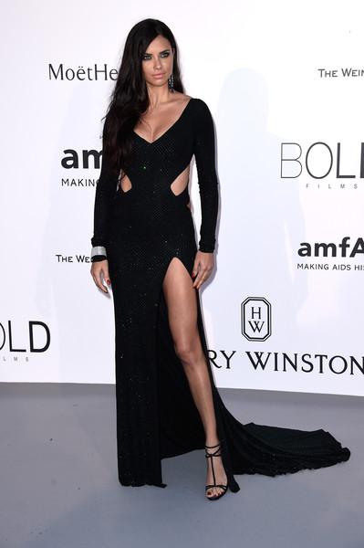 Adriana Lima de vestido Alexandre Vauthie