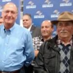 Geraldo Alckmin socorre idoso em evento