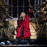 Madonna recebe vaias por atraso em show na Inglaterra