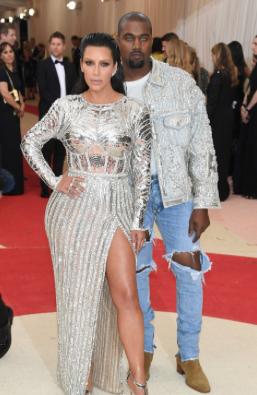 Kim Kardashian de Balmain e Kanye West