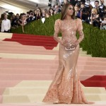 Estilista de Beyoncé disse que cantora usou lubrificante para entrar no vestido do Met
