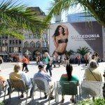 Outdoor com Adriana Lima de biquíni choca Munique