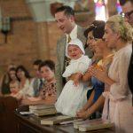 """Lady Gaga no melhor estilo """"fofa"""" para batizar bebê"""