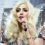 Lady Gaga vai regravar música de Amy Winehouse para ajudar fundação