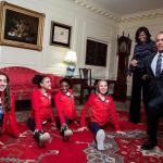 Barack e Michelle Obama recebem atletas na Casa Branca