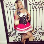 Paris Hilton de Chapeuzinho Vermelho