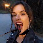 Alessandra Ambrosio come escorpião na China