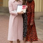 Anna Wintour recebe título no Palácio de Buckingham