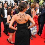 Atriz pede emprego no tapete vermelho do festival de Cannes