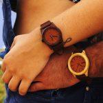 Marca brasileira utiliza madeira de demolição para criar relógios incríveis