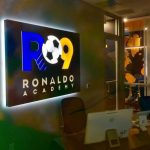 Ronaldo abre primeira escolinha de futebol nos EUA