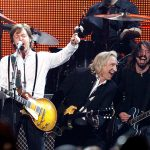 "Paul McCartney toca bateria em novo disco do ""Foo Fighters"""
