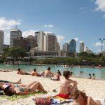 Jockey Club vira praia do paulistano com práticas esportivas
