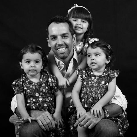 Bruno Siqueira e as filhas