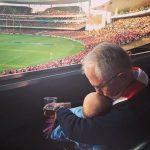 Primeiro-ministro da Austrália posta foto com neta e é criticado
