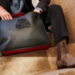 Christian Louboutin lança bolsa masculina reversível