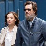 Ex-namorada de Jim Carrey acusou o ator de tê-la introduzido à cocaína