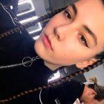 Modelo de 14 anos entra em colapso durante desfile e morre