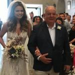 Milena entrando com o pai