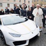 Papa ganha Lamborghini personalizado de 700 mil reais