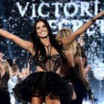 """Adriana Lima decide """"não tirar mais roupas por causa vazia"""""""