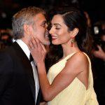 George Clooney distribui fones de ouvido em avião para passageiros não ouvirem choro dos seus filhos