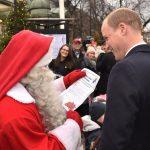 Príncipe William entrega carta do filho George para Papai Noel