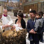 """""""Amamentem-os, sem medo"""", diz papa para mães na Capela Sistina"""