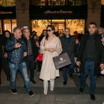 Angelina Jolie em Paris visita a histórica boutique da Guerlain