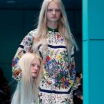 Cabeças, filhote de dragão e lagarto no desfile da Gucci