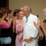 Morre Givenchy, lenda da alta-costura
