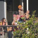 Chris Brown é flagrado segurando mulher pelo pescoço
