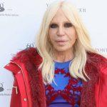 Donatella Versace decreta o fim da era das peles de animais em sua marca