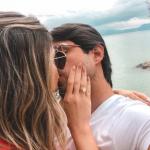 Thassia Naves fica noiva com anel Andrea Conti