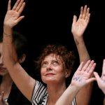 Atriz Susan Sarandon é presa em protesto contra Trump