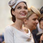 Angelina Jolie rouba a cena em evento da realeza
