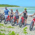 Passeio de bike revela paisagens paradisíacas de Trancoso