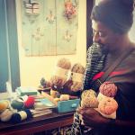 Seu Jorge revela novo talento em página no Instagram: tricô e crochê