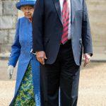 Trump quebra protocolo com rainha Elizabeth II