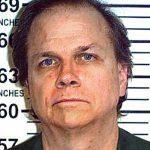 Assassino de John Lennon vai tentar condicional pela décima vez