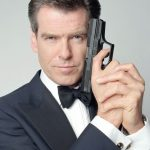 Pierce Brosnan, ex James Bond, diz que o agente perdeu o senso de humor