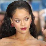 Rihanna lança nova fragrância com tom sexy