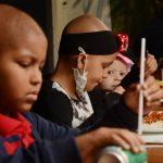 Restaurante tem buffet de graça para criança com câncer