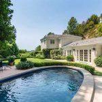 Katy Perry compra casa de hóspedes em Los Angeles
