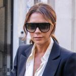 Victoria Beckham investe mais na linha de óculos e fecha contrato com gigante Marchon