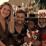 Bruno Gagliasso e Giovanna Ewbank escolhem Papai Noel negro para Titi