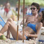 Alessandra Ambrósio e Nicolò Oddi curtem praia em Floripa